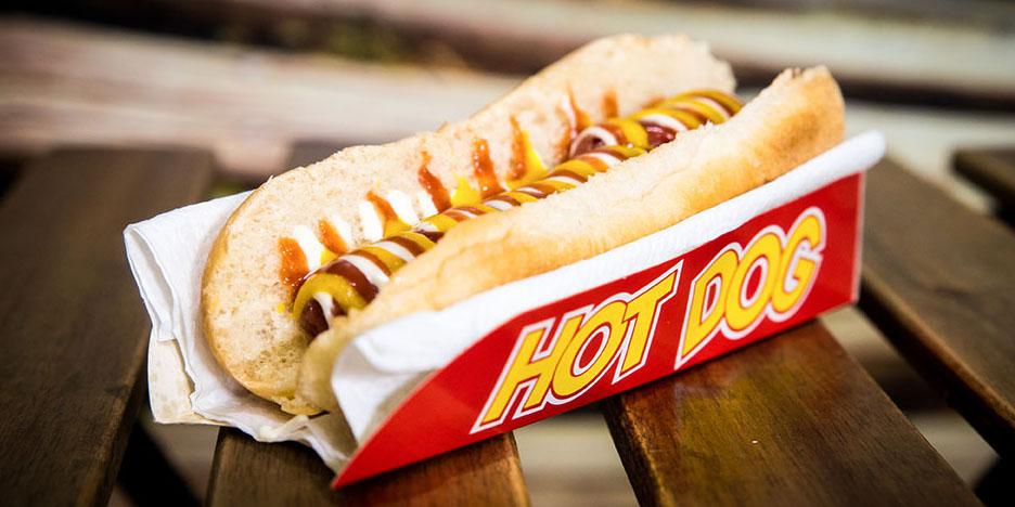 Pizzone, Hot Dog simple, Perrito caliente, ketchup, mostaza y mayonesa.