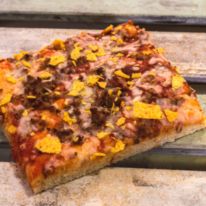 Pizzone, Porciones de Pizza Texana con Tomate italiano especiado, salsa californiana picante, ternera picante y queso mozzarella.